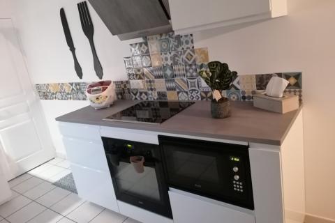 Cuisine équipée en L avec un linéaire cuisson, une cuisine réalisée par SoCoo'c Quimper