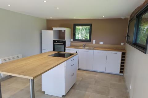 Une cuisine blanche et bois !, une cuisine réalisée par SoCoo'c Lisieux