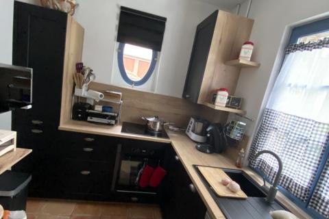 Une cuisine noire et bois, la tendance du moment !, une cuisine réalisée par SoCoo'c Lisieux
