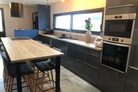 Cuisine anthracite et bois, une cuisine réalisée par SoCoo'c Le Mans
