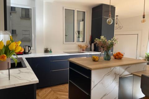 La cuisine en L avec îlot de Myriam , une cuisine réalisée par SoCoo'c Paris République