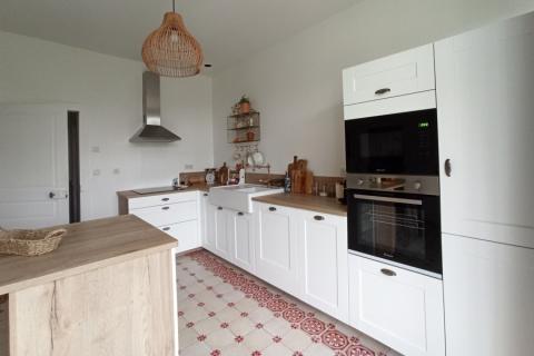La cuisine blanche et bois de Claire et Adrien, une cuisine réalisée par SoCoo'c Le Mans