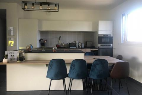 Une cuisine composée d'un Îlot spécial, une cuisine réalisée par SoCoo'c Annemasse Ville la Grand