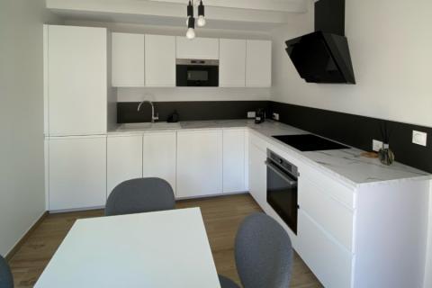 Cuisine blanche et noir, une cuisine réalisée par SoCoo'c Nevers