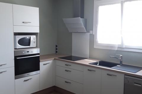 Cuisine blanche et bois toute en élégance, une cuisine réalisée par SoCoo'c Challans