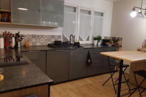 La cuisine blanche gris anthracite et bois de FLO, une cuisine réalisée par SoCoo'c Villiers sur Marne