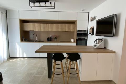 Cuisine blanche et bois de Laurine, une cuisine réalisée par SoCoo'c Plan de Campagne