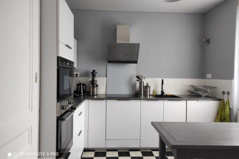 Cuisine moderne blanche, une cuisine réalisée par SoCoo'c Lyon Limonest
