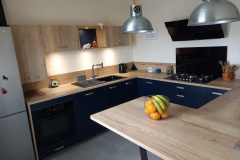 Cuisine bois et bleu, une cuisine réalisée par SoCoo'c Le Mans