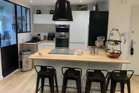 Cuisine blanche et bois - Réalisation de Laurine, une cuisine réalisée par SoCoo'c Plan de Campagne