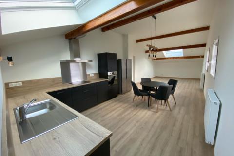 Cuisine d'angle noire et bois, une cuisine réalisée par SoCoo'c Annecy