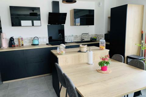 Cuisine noire et bois, une cuisine réalisée par SoCoo'c Nice