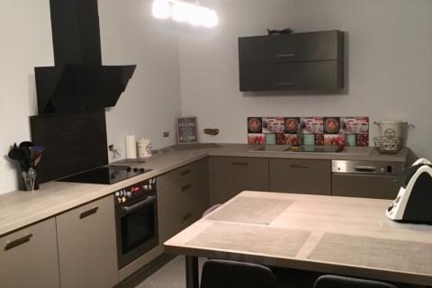 Cuisine en chêne grisée et taupe, une cuisine réalisée par SoCoo'c Soissons