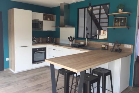 La cuisine blanche et bois de Manon et Thibault