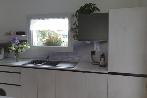 Une cuisine mnochrome cimento, une cuisine réalisée par SoCoo'c Gap