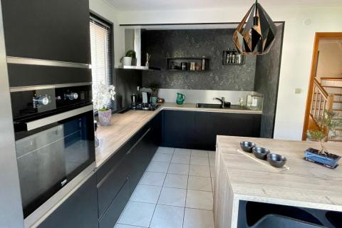 Cuisine en noir mat et chêne vintage, effily inox, une cuisine réalisée par SoCoo'c Mulhouse Wittenheim