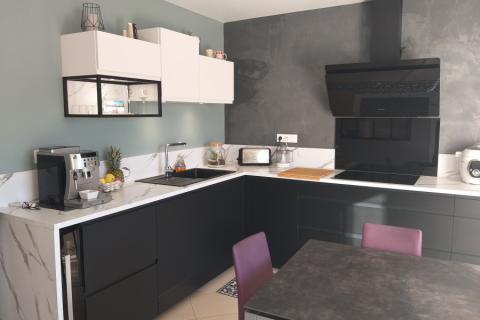 Cuisine noire et blanche en façades Piky, une cuisine réalisée par SoCoo'c Dijon Quetigny