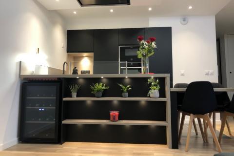 La cuisine élégante de madame et monsieur R-W, une cuisine réalisée par SoCoo'c Perpignan