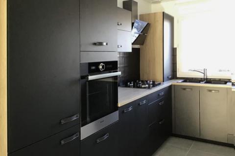 Une cuisine avec de jolie contraste de couleurs, une cuisine réalisée par SoCoo'c Marquette Lez Lille