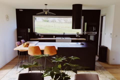 Une cuisine ultra design avec un îlot convivial, une cuisine réalisée par SoCoo'c Limoges Le Vigen
