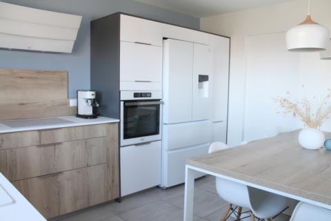 Une cuisine conviviale et lumineuse, une cuisine réalisée par SoCoo'c Annecy