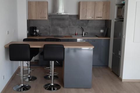 Cuisine anthracite et plan de travail vintage, une cuisine réalisée par SoCoo'c Niort
