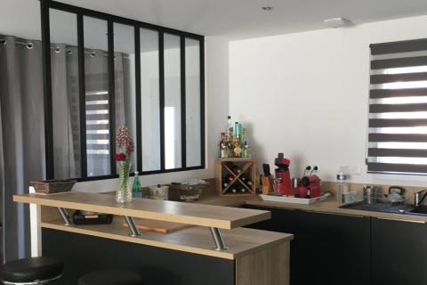 Cuisine noire et bois, une cuisine réalisée par SoCoo'c Fréjus