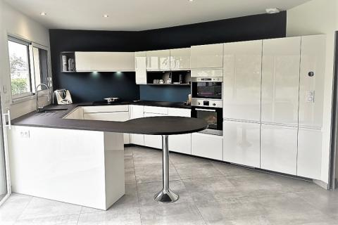 La cuisine de Loïc et Mickaelle, une cuisine réalisée par SoCoo'c Redon
