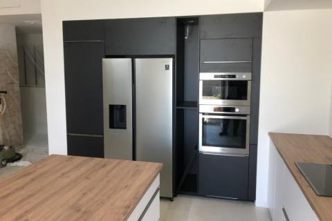 Cuisine noire, blanche et bois , une cuisine réalisée par SoCoo'c Annonay Davezieux