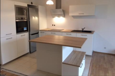 La cuisine blanche et bois de Mme et Mr D, une cuisine réalisée par SoCoo'c Lille Englos