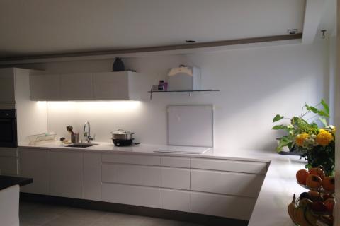La cuisine sobre et lumineuse d'Estelle , une cuisine réalisée par SoCoo'c Paris Sebastopol