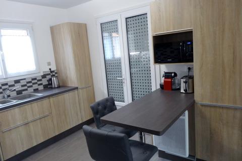 Un maximum de rangement en hauteur, une cuisine réalisée par SoCoo'c Lille Villeneuve d'Ascq