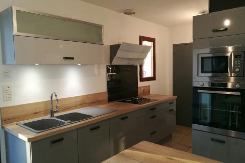 Ambiance industrielle et chaleureuse, une cuisine réalisée par SoCoo'c Orléans Saran