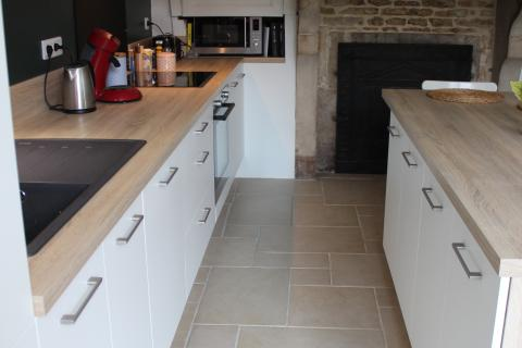 Cuisine blanche et bois, une cuisine réalisée par SoCoo'c Dijon Quetigny