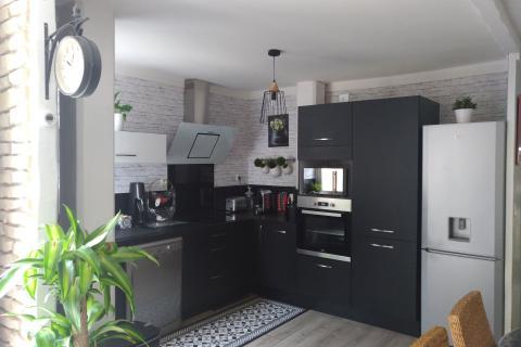Cuisine noire mat moderne, une cuisine réalisée par SoCoo'c Rouen Tourville