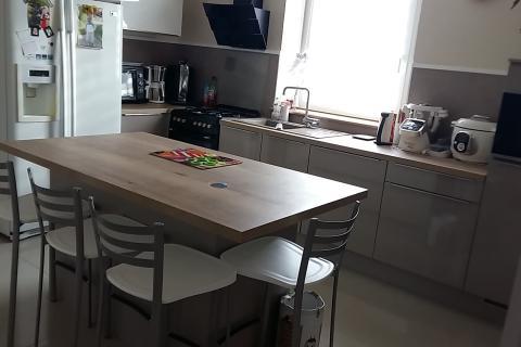 Cuisine Velia Ficelle mat et chêne Vintage, une cuisine réalisée par SoCoo'c Colmar