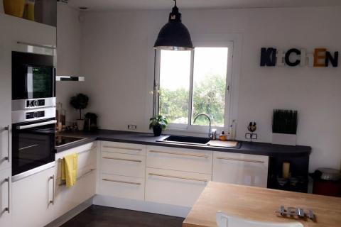 La cuisine en L d'Ivanna et Jimmy, une cuisine réalisée par SoCoo'c Ste Geneviève des Bois