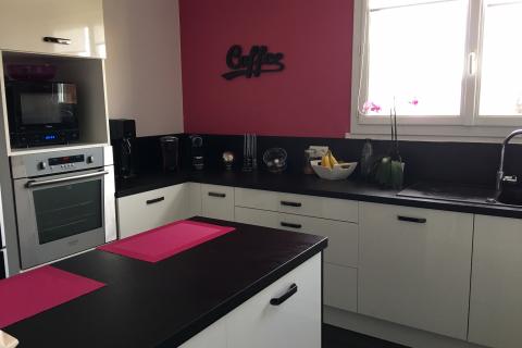 La cuisine moderne de Soraya et Laurent, une cuisine réalisée par SoCoo'c Sens
