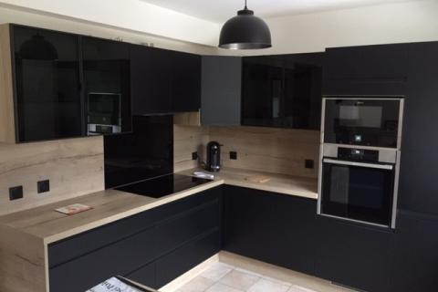 La cuisine noire et bois d'Estelle