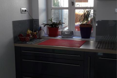 Cuisine grise et rouge !, une cuisine réalisée par SoCoo'c Chalon sur Saône