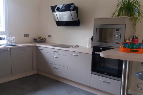 La cuisine avec coin repas de Laurent!, une cuisine réalisée par SoCoo'c Ste Geneviève des Bois