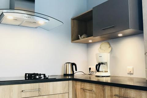 Mélange bois et taupe !, une cuisine réalisée par SoCoo'c Villefranche