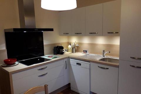 Petite cuisine optimisée blanche et bois