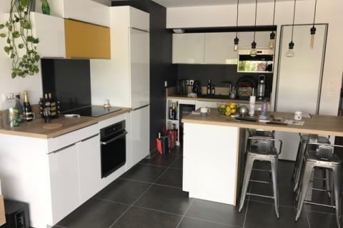 Univers différent et créatif pour cette cuisine moderne, une cuisine réalisée par SoCoo'c Montpellier Lattes