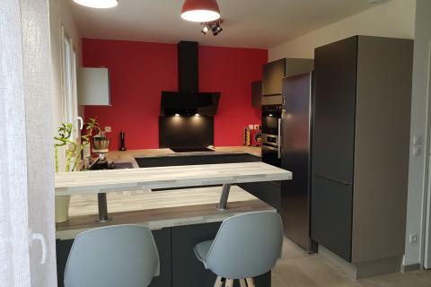 Un espace optimisé dans une cuisine ultra-moderne