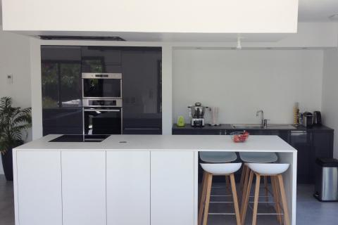 Une cuisine équipée fonctionnelle et esthétique, une cuisine réalisée par SoCoo'c Grenoble Saint Egrève