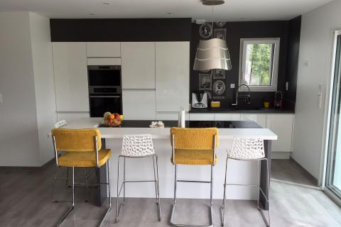 Une cuisine ouverte et moderne oui, mais pas que !, une cuisine réalisée par SoCoo'c Flers