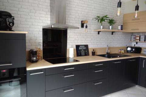 Ambiance industrielle dans cette cuisine avec verrière, une cuisine réalisée par SoCoo'c Dieppe