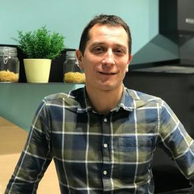 Denis, Manager